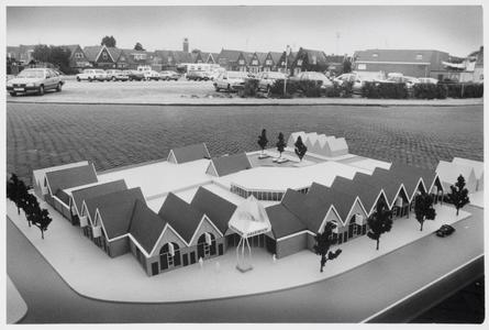WAT003005526 Maquette van het te bouwen winkelcentrum De Havenhof