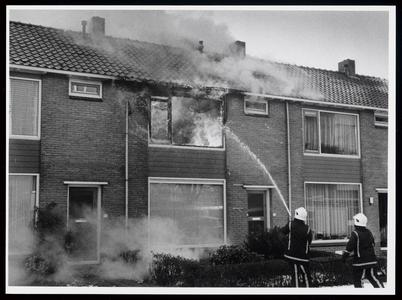 WAT003006576 Een uitslaande brand heeft gistermiddag: een woning in de Kolfstraat in Purmerend geheel onbewoonbaar ...