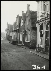 WAT050000533 Panden aan de Havenstraat tussen de Brugstraat en de Nieuwe Steeg. Fotoverkenning Binnenstad 1964-1965, nr. B6-1