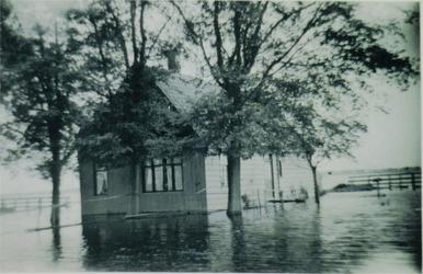 HGOM00000008 Inundatie van de Zeevang. Huisje van Arend Vroom, (is gesloopt) stond tegenover het huis van de familie ...
