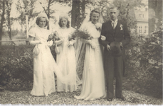 HGOM00000137 Bruidspaar Josien de Ridder en John Overvest in Kwadijk Josien was onderwijzeres o.l.s. in Middelie van ± ...