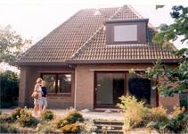 HGOM00000328 Nieuwbouw met Gerry van der Wegen en nichtje Sigrid
