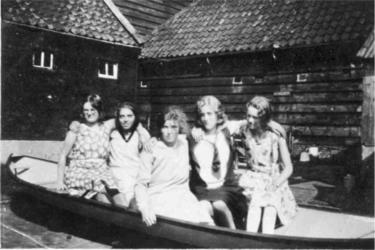 HGOM00000332 v.l.n.R. Trien Huiberts, Neel Huiberts, Aagt Huiberts, ?? Lies Visser