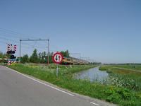 HGOM00000466 Overweg met trein vanuit Hoorn