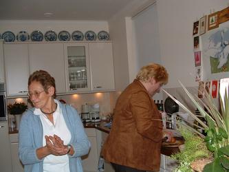 HGOM00000569 Nieuwjaarsbijeenkomst bestuur Oud-Middelye met Clazien Laan en Monique Batenburg