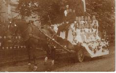 HGOM00000624 Praalwagen met rechtsonder Sijtje Pranger