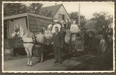 HGOM00000988 1937 Naast het paard Piet Hetjes