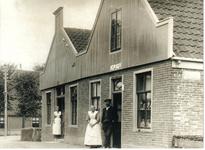 HGOM00001613 Nu: Hotel/restaurant Het Wapen van Middelie. Toen: een gecombineerd café en kruidenierswinkeltje