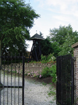 HGOM00000558 Klokkestoel op kerkhof