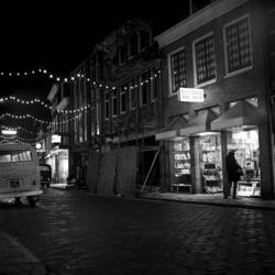 RJ000000036 Avondopname in de Breedstraat met Boekhandel De Wit