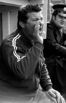 RJ000000367 Trainer Joep Steur vanaf de bank bij FC Volendam. (NNC 09-04-1973)