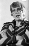 RJ000000458 Mevrouw M. de Jong-Meijer tijdens een interview na haar benoeming als burgemeester van De Rijp. (NNC 5-03-1976)