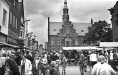 RJ000000712 Markt kraampjes op de Kaasmarkt tijdens een braderie en oudhollandse markt. (NNC 02-081976)