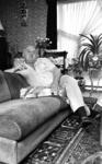 RJ000001021 Piet Bambergen in zijn woonark in de jachthaven van De Rijp(NNC 30 juli 1976)