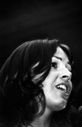 RJ000000243 De zangeres van Earth and Fire Jerney Kaagman tijdens haar optreden op het popfestival in de Veilinghal. ...