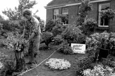 RJ000000746 Tuinder Gerrit Karssen houdt een fuchsia show in zijn tuin en kassen aan het Kolkpad. (NNC 27-08-1976)