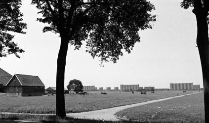 RJ000000917 De oprukkende flats van Purmerend - Overwhere bedreigen de groene polders - 3. (NNC 07-07-1976