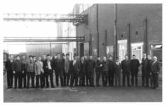 UPL000000002 De eerste groep Spaanse werknemers bij Van Gelder Zonen in Wormer. De persoon derde van rechts is Gerrit ...