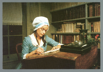 WAT001010740 Betje Wolff museum met Betje aan haar schrijftafel In de voormalige pastorie van de N.H.-kerk in ...