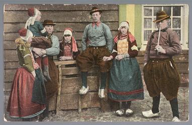 WAT001011960 Van links naar rechts: Neeltje Uidam, Pieter de Groot met kind, Jannetje Teerhuis, Piet Vidam, Sijtje ...