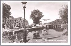 WAT001012450 Links gezicht op de Wagenbeurs. Geheel rechts de smederij van Teun Boot. Rechts het brugwachtershuis en de ...