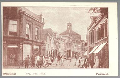 WAT001012474 De Breedstraat van de oostzijde met helemaal links de varkensslachterij van C.Boomgaard(later een ...
