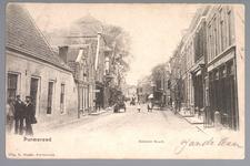 WAT001012480 Breedstraat met helemaal rechts Hotel de VeehandelPersonen links op de kaart v.l.n.r. K. Steensma, H. ...