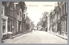 WAT001012481 Breedstraat met helemaal links het café 'het Haasje', in de 18e eeuw eigendom van vroedschap Lambert ...