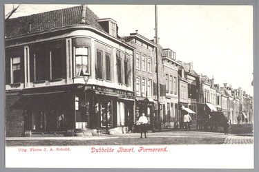 WAT001012483 Breedstraat met helemaal links een manufacturenwinkel van Piet Strooper
