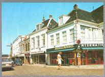 WAT001012487 Breedstraat met op de hoek Brillenhuis, daarnaast sporthuis Korver en vervolgens boekhandel de Wit op ...