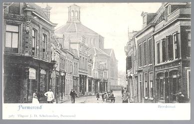 WAT001012469 De Breedstraat gezien van de oostzijde met op de achtergrond de Koepelkerk. Het pand 24-26 geheel links is ...