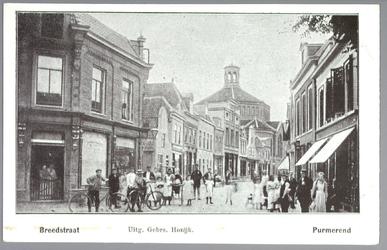 WAT001012473 De Breedstraat van de oostzijde met helemaal links de varkensslachterij van C.Boomgaard(later een ...
