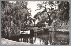 WAT001012533 Postbrug, met rechts het Sint Liduina ziekenhuis