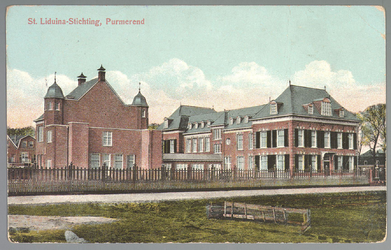 WAT001012536 St. Liduina Stichting. Het gebouw aan de Emmakade is in 1912 gebouwd onder architectuur van de in ...