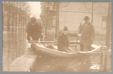 WAT001012597 Als gevolg van een zware noordwester storm brak in januari 1916 de Waterlandse Zeedijk tussen Monnickendam ...