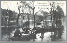 WAT001012598 Als gevolg van een zware noordwester storm brak in januari 1916 de Waterlandse Zeedijk tussen Monnickendam ...