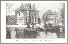 WAT001012601 Als gevolg van een zware noordwester storm brak in januari 1916 de Waterlandse Zeedijk tussen Monnickendam ...