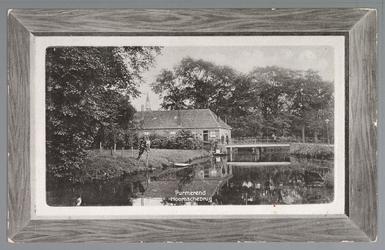 WAT001012612 Het molenplantsoen met de oude Hoornsche brug met op de achtergrond de spits van de Katholieke kerk.