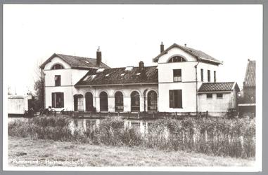 WAT001012621 Het gebouw met de naam Het Witte Huis is gebouwd in 1842 door aannemer Jacob Eisenberger. De architect was ...