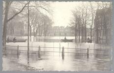 WAT001012644 Als gevolg van een zware noordwester storm brak in januari 1916 de Waterlandse Zeedijk tussen Monnickendam ...