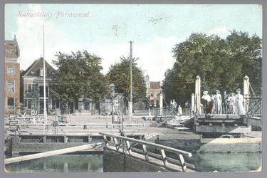 WAT001012680 Op de voorgrond de sluis en daarachter de Neckerdijk