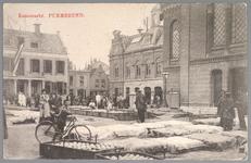 WAT001012719 Kaasmarkt te Purmerend, op een gegeven moment de twee na grootste van Nederland. Links het oude Stadhuis ...