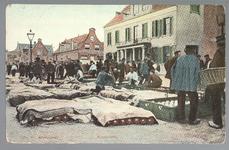 WAT001012731 Kaasmarkt te Purmerend, op een gegeven moment de twee na grootste van Nederland. Links het oude Stadhuis ...