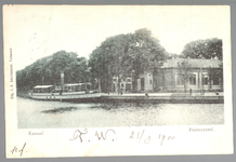 WAT001012632 Hier meert de Eensgezindheid 1 aan bij het Schoolplein.In 1889 werd een stoomvaart maatschappij met de ...