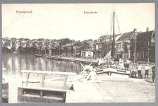 WAT001012696 De Schutsluis, met rechts een boot met de naam Marie Josephine
