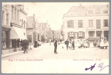 WAT001012755 Kaasmarkt te Purmerend, Met helemaal rechts het oude Stadhuis te Purmerend, afgebroken in 1911. Links de ...