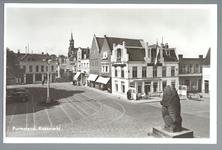 WAT001012760 Foto genomen vanaf de trap van het stadhuis in de richting van de Hoogstraat. Met Midden achter met ...