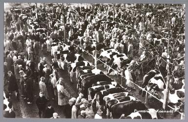 WAT001012810 Op de kop van de koemarkt verhandelde men al sinds 1612 koeien, ossen, paarden, varkens en bokken en ...