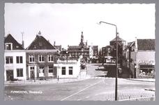 WAT001012853 Neckerdijk, met midden achteraan het waaggebouw en rechts daarvan de Koepelkerk. Midden vooraan het pand ...