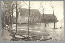 WAT001012855 Als gevolg van een zware noordwester storm brak in januari 1916 de Waterlandse Zeedijk tussen Monnickendam ...